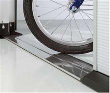 Těsnění sekčních vrat na podlahu